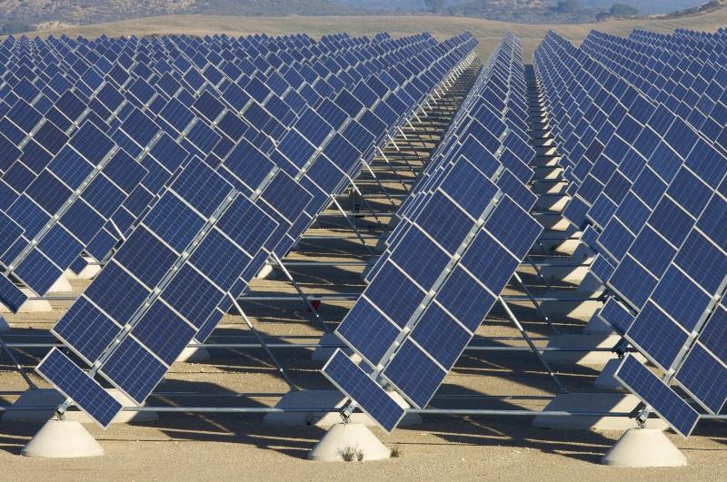 jinko-solar-moduli-certificati-sabbia