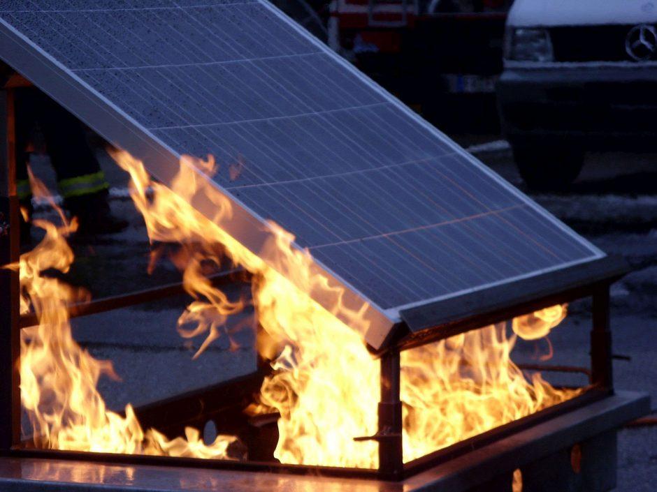 resistenza-fuoco-pannelli-fotovoltaici